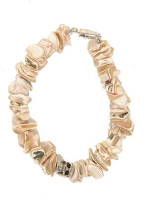 Women's Duchess of Malfi Shell Fragment Bracelet with Skull in Beige